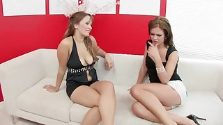 Mandy More and Eva Ryder get steamy