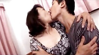 Mature Japanese woman getting fingered and her nipples sucked